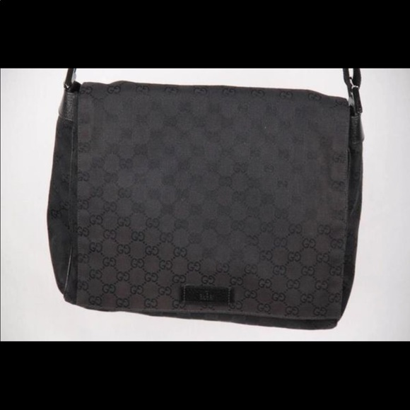 d8bacc4494b7 Gucci Handbags - Gucci Men's satchel stylish and in 8/10 condition*